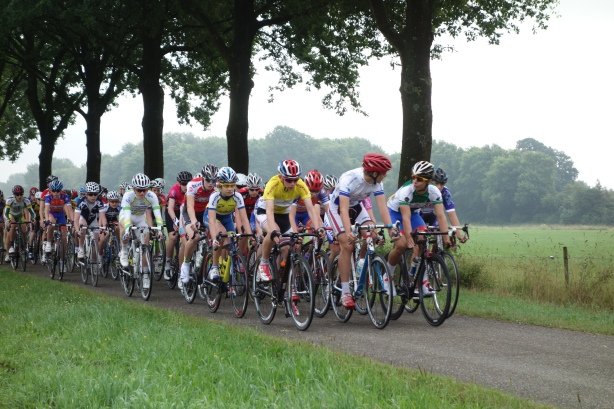 Jersey wearers at the front... then its every man for himself! As the flag drops for the 'classic'.